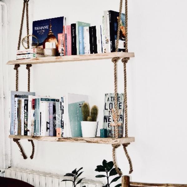Création d'une bibliothèque balançoire en chêne massif