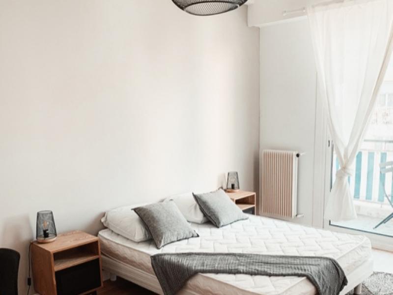 Ameublement d'un appartement comprenant 3 chambres dédié à la location étudiante